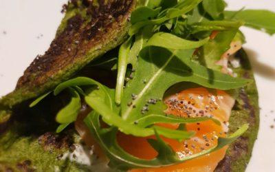 Crepes di spinaci con carpaccio di salmone